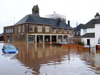 When your England home floods, immediate action needs to be taken to prevent mold growth.
